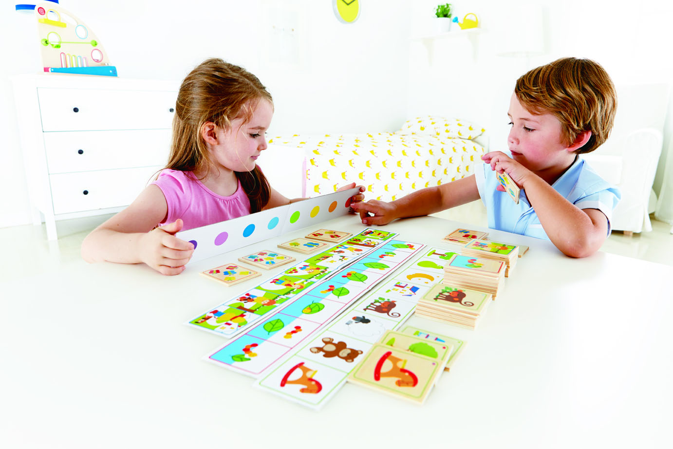 Listen to Clues game teaches descriptive language
