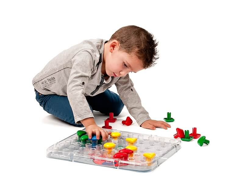 Large easy-to-place pegs and peg board